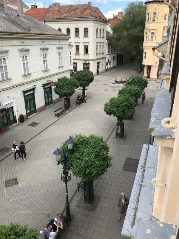 Győr, Arany János utca 20.