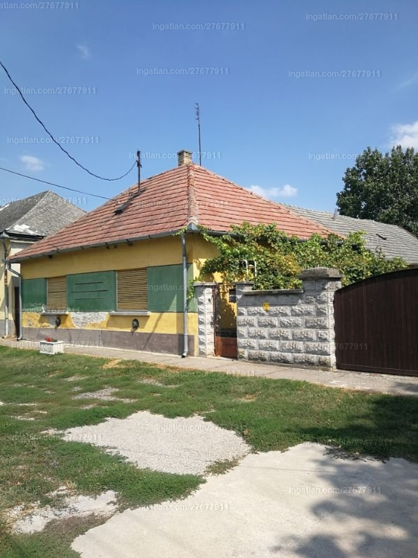 Ingatlan, eladó ház, Uszód, Szabadság utca, 110 m2